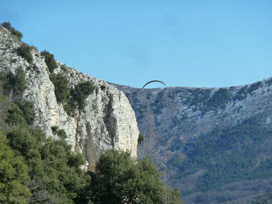 Hang glider near Gourdon