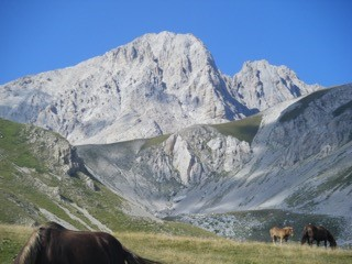 gran-corno-traverse-left-to-right